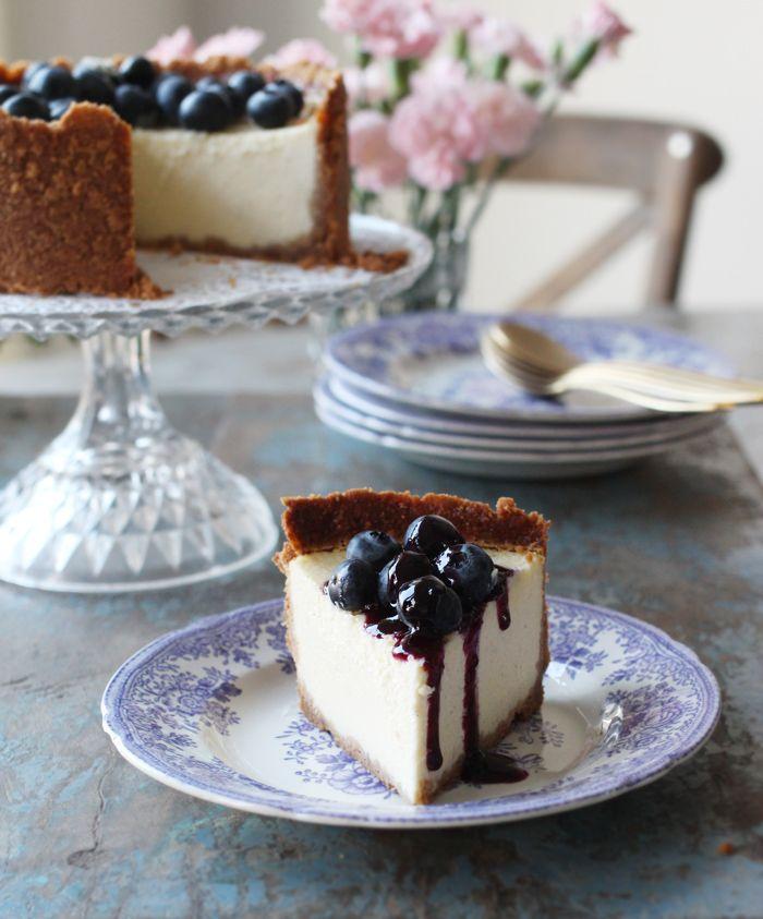 Bagt cheesecake med blåbær og blåbærsirup
