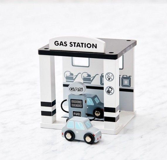 Zobacz piękną stację benzynową Kids Concept oraz inne drewniane zabawki dla dzieci, meble oraz dodatki do pokoju dziecięcego!  Zapraszamy!