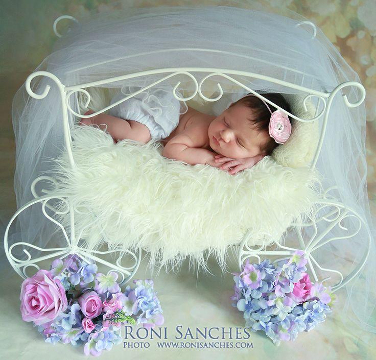 Roni Sanches - Book Gestante e Book Bebê   Estúdio Fotográfico Especializado em Book Gestante com produção completa e Book Bebê em cenários exclusivos