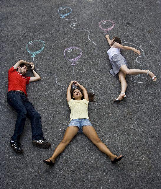Une craie, des enfants, une bonne dose d'imagination et un appareil photo ! Rien de plus simple !