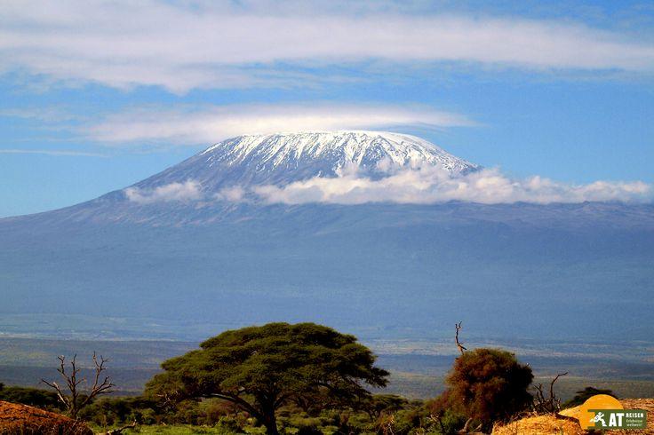 Der #Kilimanjaro ist mit seinen 5.895 m der höchste Berg in ganz #Afrika. Er liegt in #Tansania und seine Besteigung gilt als ein ganz besonderes Erlebnis.