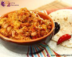 Il chili con carne è un piatto tipico messicano formato principalmente da carne tagliata a cubetti e fagioli rossi (o borlotti) cotti assieme ad altri ingredienti quali: peperoni, cipolle, aglio, spezie e pomodori.  Il chili con carne viene servito assieme a tortillas di farina calde o riso alla messicana e accompagnato da crema di fagioli.