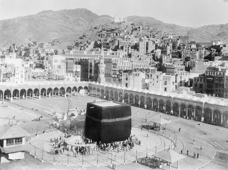 T E Lawrence and the Arab Revolt 1916 - 1918.Mecca - the Kaaba. Looking down over the the Kaaba and the Haram, with the city behind.