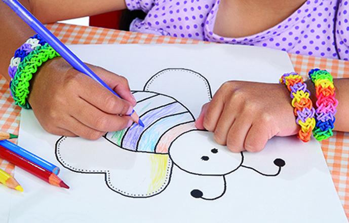 Diviértete haciendo pulseras con ligas de colores