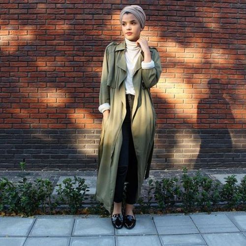 long olive trench coat hijab style- Ideas for everyday casual hijab http://www.justtrendygirls.com/ideas-for-everyday-casual-hijab/