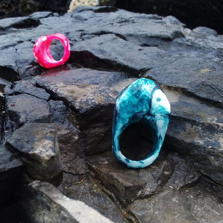 Unique blue and white swirl resin ring. Orangerium