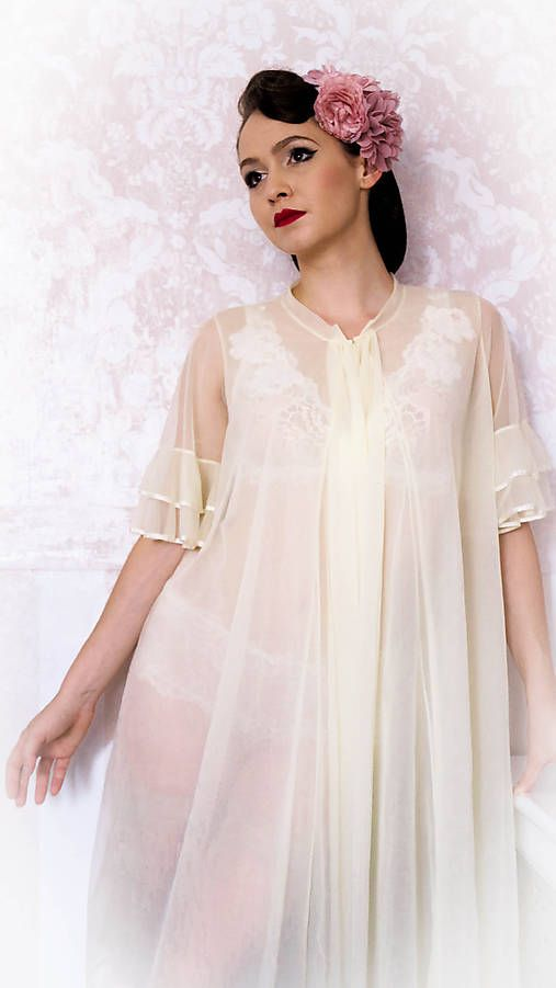 Vintage župan Pandora  Vintage inspirated negligee in light yellow colour.