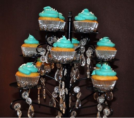 Cupcakes at a New Year's Eve Party #newyears #cupcakes |  ##newyears #cupcakes #Party #Year's