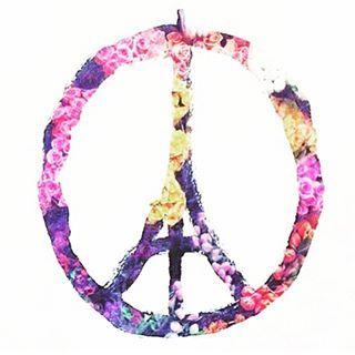 Idag vaknade vi upp till en hemsk nyhet. Morgonen har gått åt till att kontakta alla våra nära som är där, och som tur var mådde alla bra. Men tyvärr är det många som inte fått samma positiva besked. Alla tankar går till de drabbade i Paris och dess familjer ❤️