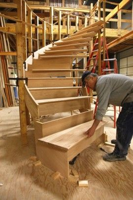 Curved staircase construction