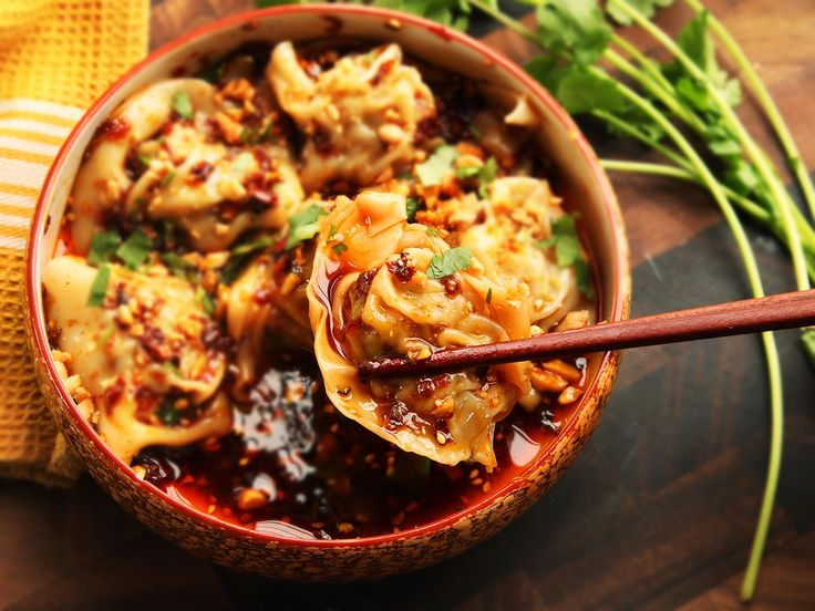 Sichuan-Style Wontons in Hot and Sour Vinegar and Chili Oil Sauce (Suanla Chaoshou) | Serious Eats