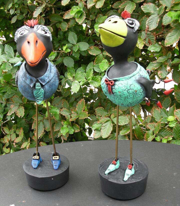 Kleine vogels geboetseerd met zelfdrogende klei - sold