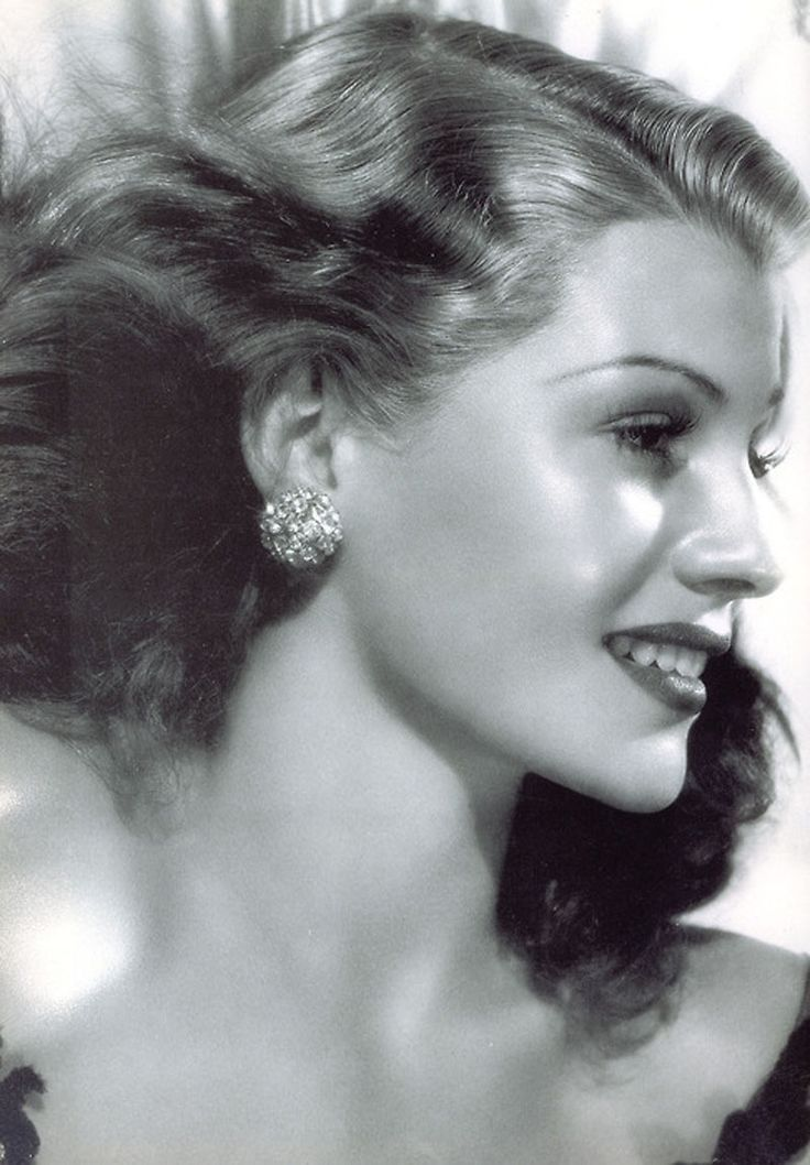 Rita Hayworth...i LOVE Rita!!! Stunning, isn't she...
