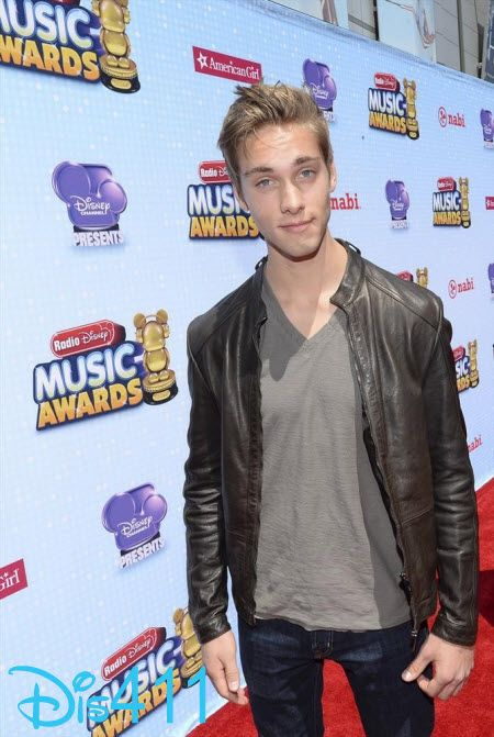 """Video: Austin North And Olivia Holt Chatted About """"I Didn't Do It"""" At The 2014 RDMAs"""
