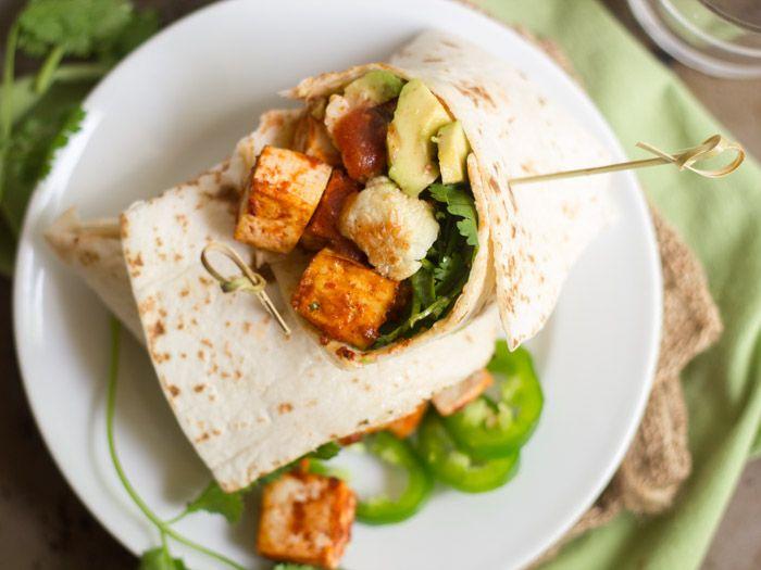 Обжаренная цветная капуста с чесноком и острым тофу Буррито