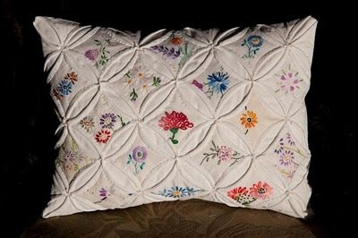 Bearpaw: Cathedral Window Pillow from old linens - what a great idea!: Hands Embroidery, Quilts Pillows, Cathedrals Window Quilts, Window Pillows, Linens, Vintage Embroidered, Vintage Embroidery, Photo, Cathedral Windows