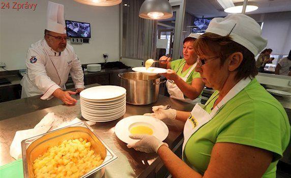 Kraj zaplatí rodinám v nouzi školní obědy, chudých dětí je tři a půl tisíce