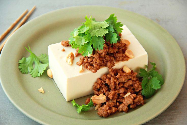 常備菜の定番、肉味噌。ごはんのお供としても人気がありますが、うどんやそうめん、豆腐、おにぎりの具など、アレンジは自由自在。作り置きして、いろんな料理に活用してくださいね!