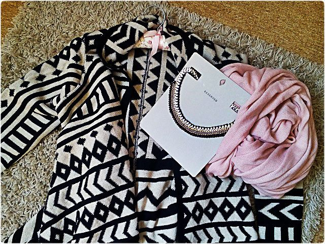 Best fall cardigan & pink scarves :*