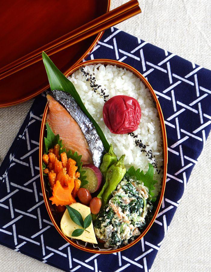 Grilled salted salmon bento/鮭弁当