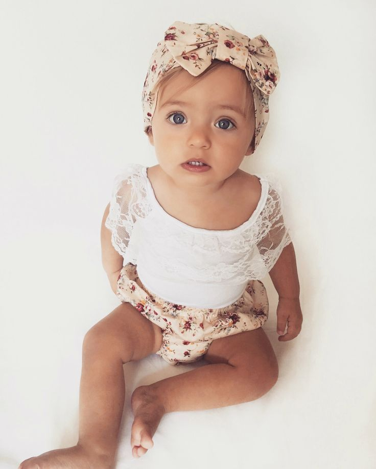 They say 3 is the magic number and it totally is with this stunning 3-piece floral set! ROSA MAGIC Includes; White top complete with frilly lace detailing, floral nappy pants and a super cute matching bow head wrap.
