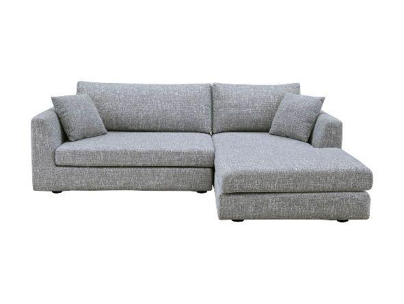 ゆったりとしたリラックス空間を作り上げるロースタイルのカウチソファ。座面高が低めに作られているので、気軽に立ち座りができます。幅・奥行きともに広く設計されているため、広々とくつろぎの時間を過ごすことができます。