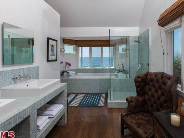 Master bathroom glee creator ryanmurphy beach house in for Beach house master bathroom