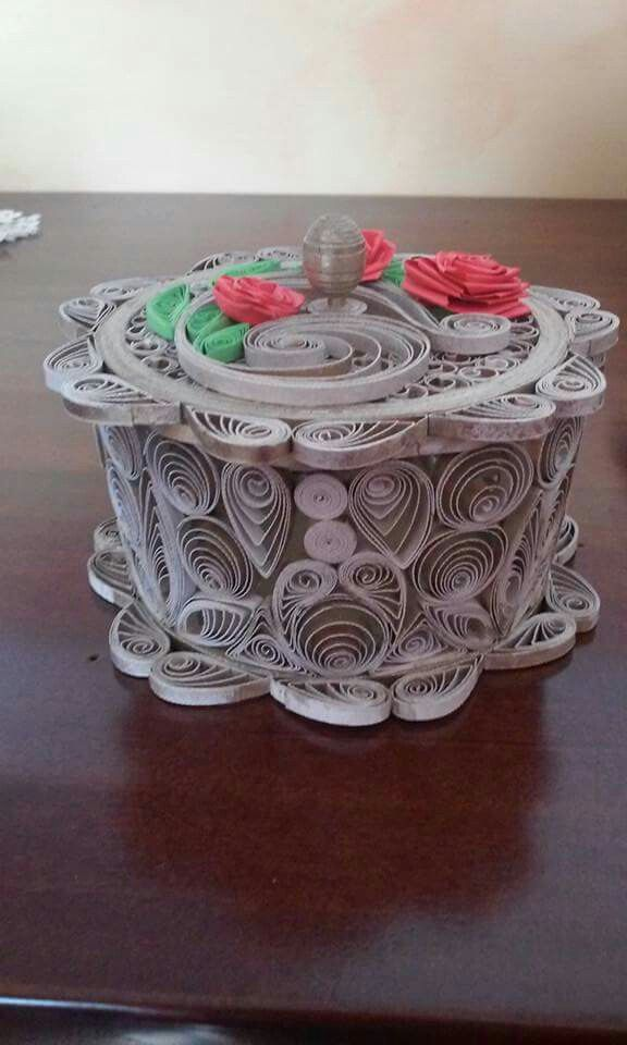 Quilled box with a lid - By: Gilda