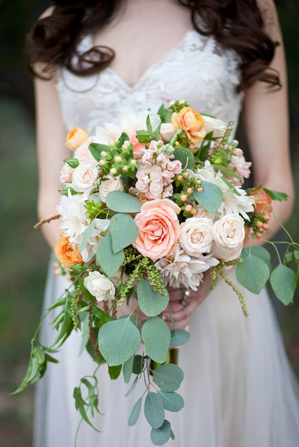 peach-and-gold-wedding-ideas-060 | peach bouquet | wedding flowers | peach pink | Bloomers | M. Felt Photography | Swoon Vintage Rental Co.