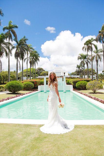 Melinda Pike Photography. Laie Temple Hawaii Wedding. Lace Dress.
