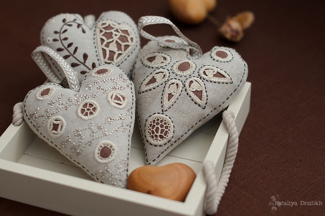 Lovely #Danish #Hedebo embroidered hearts.