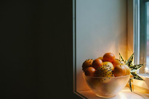 Swedish orange and clove pomanders with Hilda Grahnat for The House That Lars Built