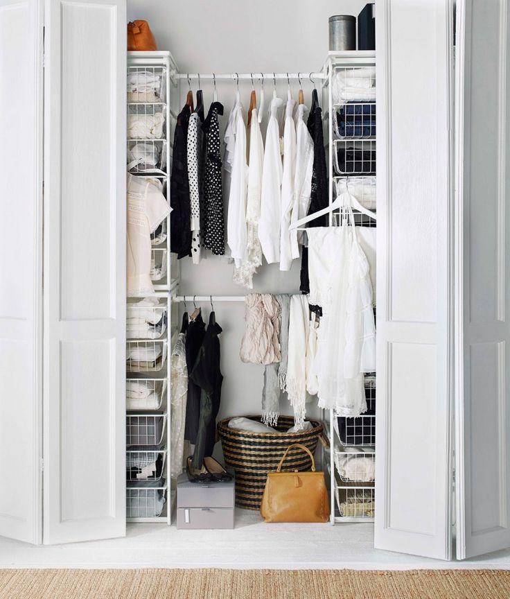 Composta da elementi autoportanti con cestelli scorrevoli e aste #appendiabiti, la struttura Algot di Ikea è in lamina e acciaio. Può attrezzare un'intera #cabina o essere usata a completamento