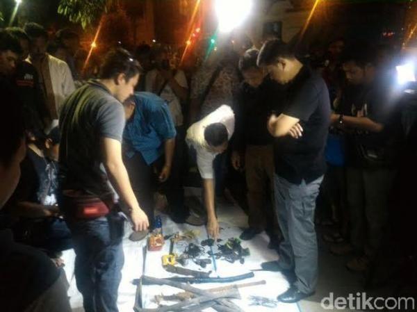 Polisi Selidiki Hasil Temuan Sejumlah Benda di Gorong-gorong Jl Medan Merdeka