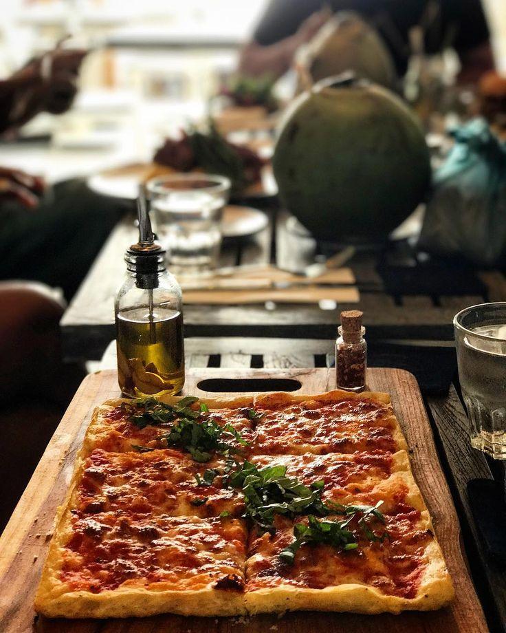 Pizza Margi - Napolitana sauce mozzarella and fresh basil