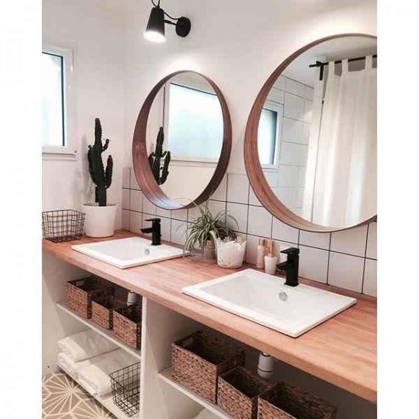 Salle de bain au style scandinave avec 2 grands miroirs en rond / Scandinavian bathroom                                                                                                                                                                                 Plus