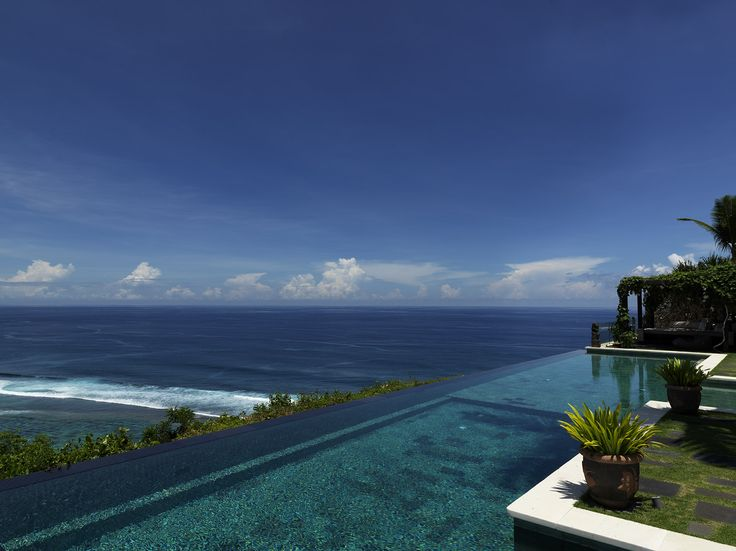 Cliff side infinity pool