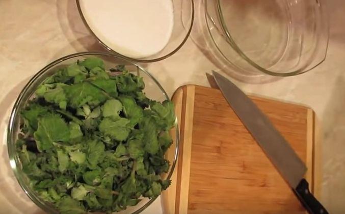 Мятный сироп. 100 г. мяты, 500 г. сахара, 250 мл воды.Выход готового продукта грамм 300 .