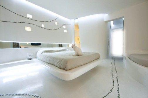 Projektując wnętrza apartamentów w Mykenach, architekci z biura KLab chcieli stworzyć przestrzeń, która będzie jednocześnie czysta i prosta oraz sexy, pełna ekspresji, a zarazem spokojna, nowoczesna i klasyczna, łącząc w sobie wszystkie te opozycje i paradoksy, by zaoferować użytkownikom niezapomniane doświadczenie. http://sztuka-wnetrza.pl/981/artykul/nowoczesne-jaskinie