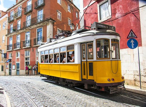 Lisbonne, nos 10 coups de cœur | Via Guide Routard | 5/01/2017 Bienvenue dans l'une des plus belles villes d'Europe, mais aussi des plus attachantes. Une capitale vibrante, particulièrement la nuit dans les ruelles animées du Bairro Alto. Voici nos coups de cœur pour découvrir une ville multiple, au charme unique. #Portugal
