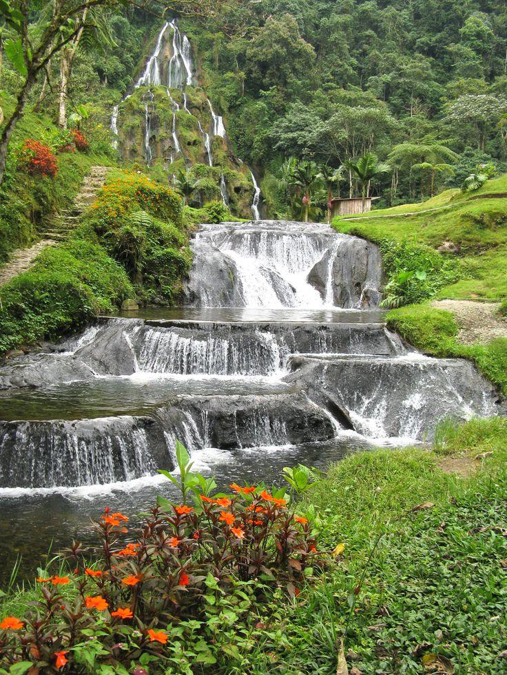 Cascada en Santa Rosa de Cabal, Colombia