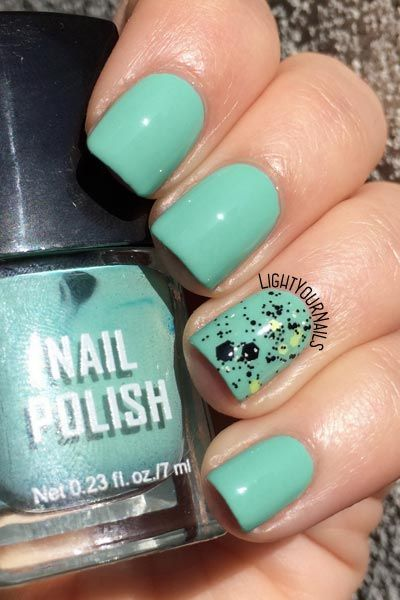 Smalto nail polish H&M Green + H&M Black/Green Glitter @hm #manicure #nailart