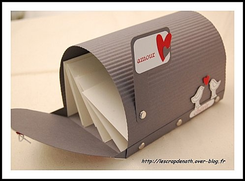 mail box / boite à letter Have children decorate cereal box cardboard, adults bend and staple to base for personalized mailbox
