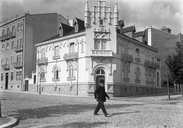 Palacete Mendonça na Rua Tomás Ribeiro. Menção Honrosa Prémio Valmor em 1090. Demolido em 1954.