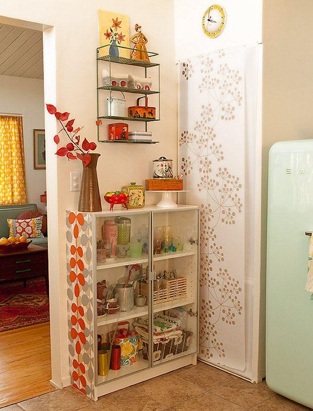 Love!: Display Cabinets, Vintage Colors, Living Room Design, Smart Storage, Tiny Kitchens, Vintage Display, Kitchens Corner, Kitchens Storage, Retro Kitchens