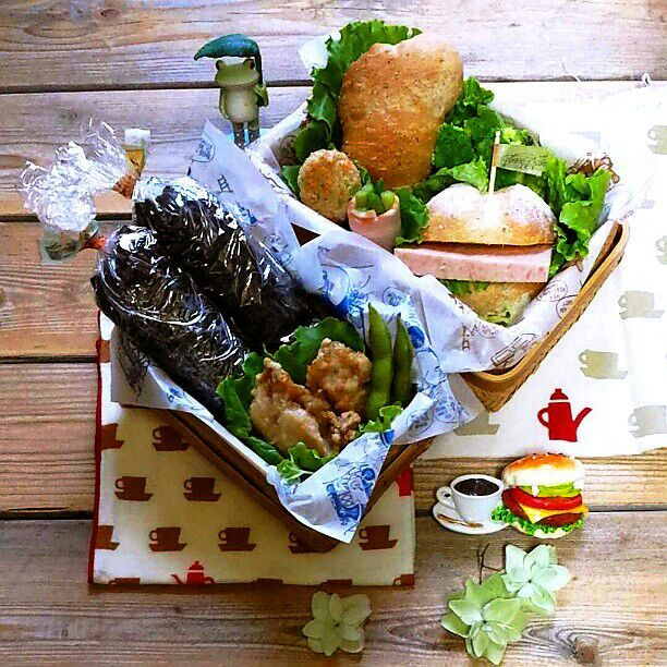 旦那さんの朝ごパン&ミニランチ♪  朝ごパンは昨日焼いたウインナーロールとまるパンのスパムバーガー  アスパラベーコン  ちびつくね団子  ブロッコリー  ミニランチは豚こま佃煮、大根葉じゃこのラップ海苔巻き  鶏唐揚げ  ベランダ収穫の枝豆  おはようございます\(^o^)/ 今朝ミニランチがいるってわかって大慌てですっ!! 自分ランチがなくってよかった~(≧∇≦) - 81件のもぐもぐ - 旦那さんの朝ごパン&ミニランチ♪ by kyuja
