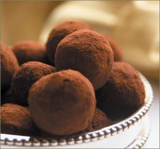 Trufas de Naranja. Esta receta de trufas de chocolate es muy rica y tiene un toque especial con la naranja y el licor Grand Marnier.