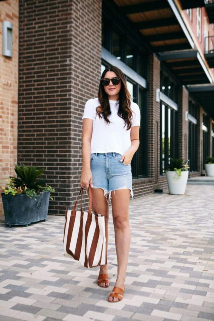 46 Simple And Casual Style With White Tee #Fashion #Women Style #Women Style #WomensFashionEdgy