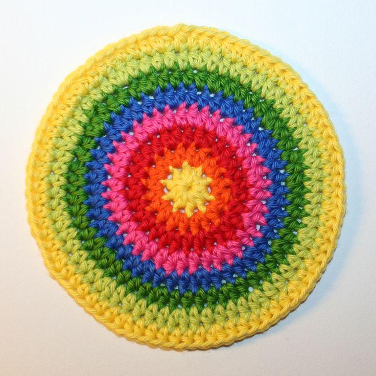 Idag ska vi fortsätta virka runt i spiral, men denna gång göra cirklar. Vi ska lära oss magisk ring, halvstolpar och olika sätt att sluta och börja nytt varv. Du …
