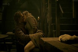 tom hiddleston kissing gif | Re: TOM HIDDLESTON